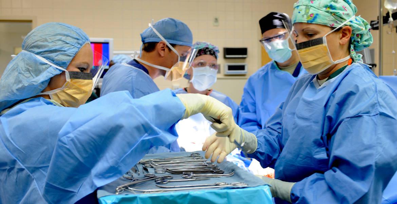 infermieri in sala operatoria